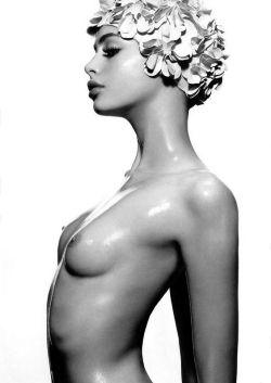 Troschel nackt Laura  Naked Laura